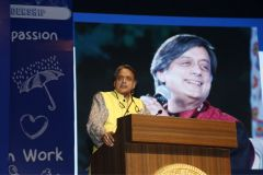 DR-SHASHI-THAROOR-ROUND-SQUARE-INTERNATIONAL-CONFERENCE-RSIC-2019-EMERALD-HEIGHTS-SCHOOL-INDORE-INDIA-1